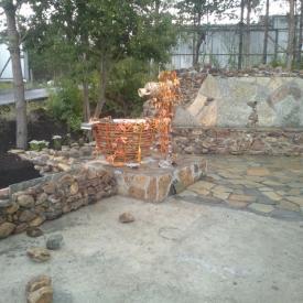Обустройство водопада и зон отдыха плитняком, камнем и брусчаткой